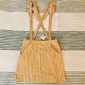 Fun n feminine skirt with frill-sleeve suspenders